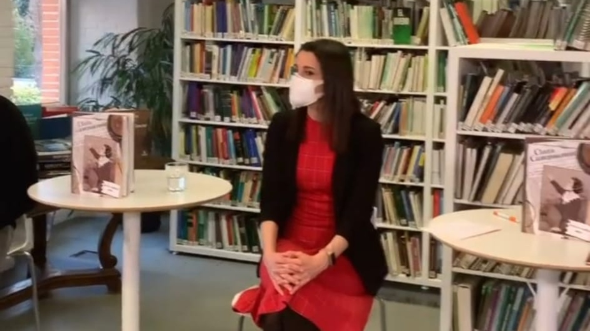 Inés Arrimadas, presidenta de Ciudadanos, durante la presentación de un cómic sobre Clara Campoamor.