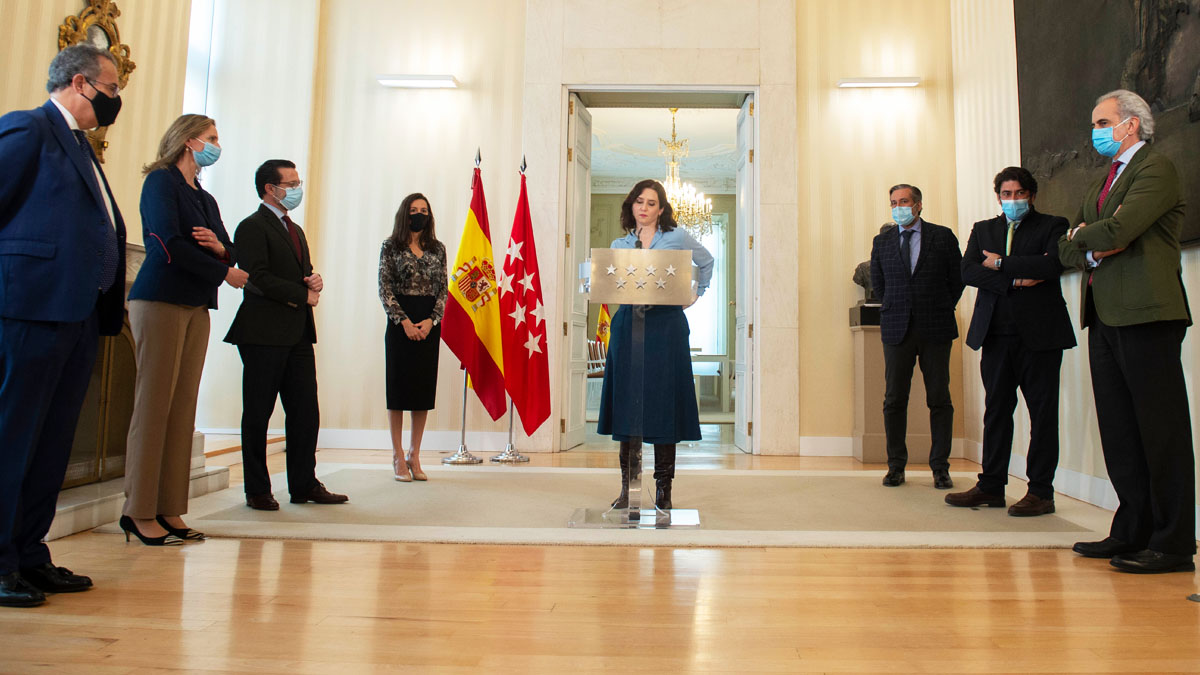 Isabel Díaz Ayuso con los consejeros del PP (Foto: EP)