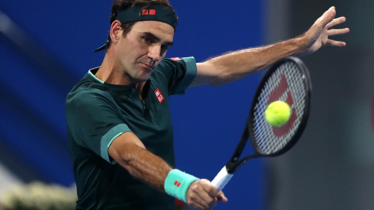 Roger Federer durante su reaparición en Qatar ante Daniel Evans. (Getty)