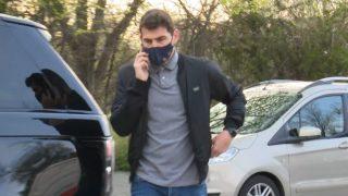 Iker Casillas cazado en la calle (Gtres)