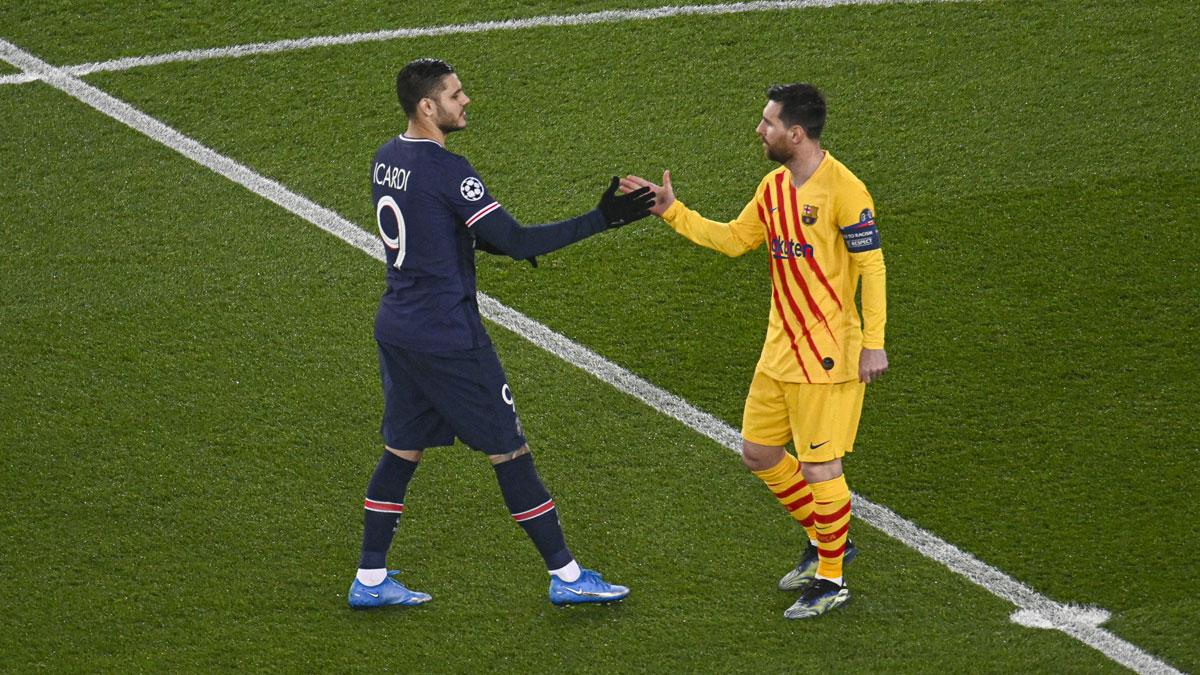 Leo Messi saluda a Icardi tras el PSG – Barcelona (Getty)