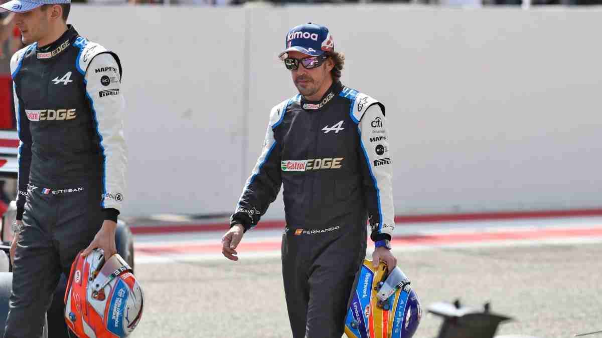 Fernando Alonso con Alpine en Baréin. (AFP)