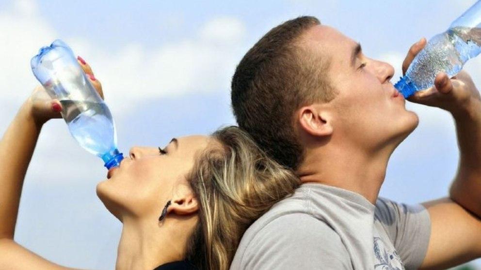 ¿Sabes que beber demasiada agua también puede ser perjudicial?