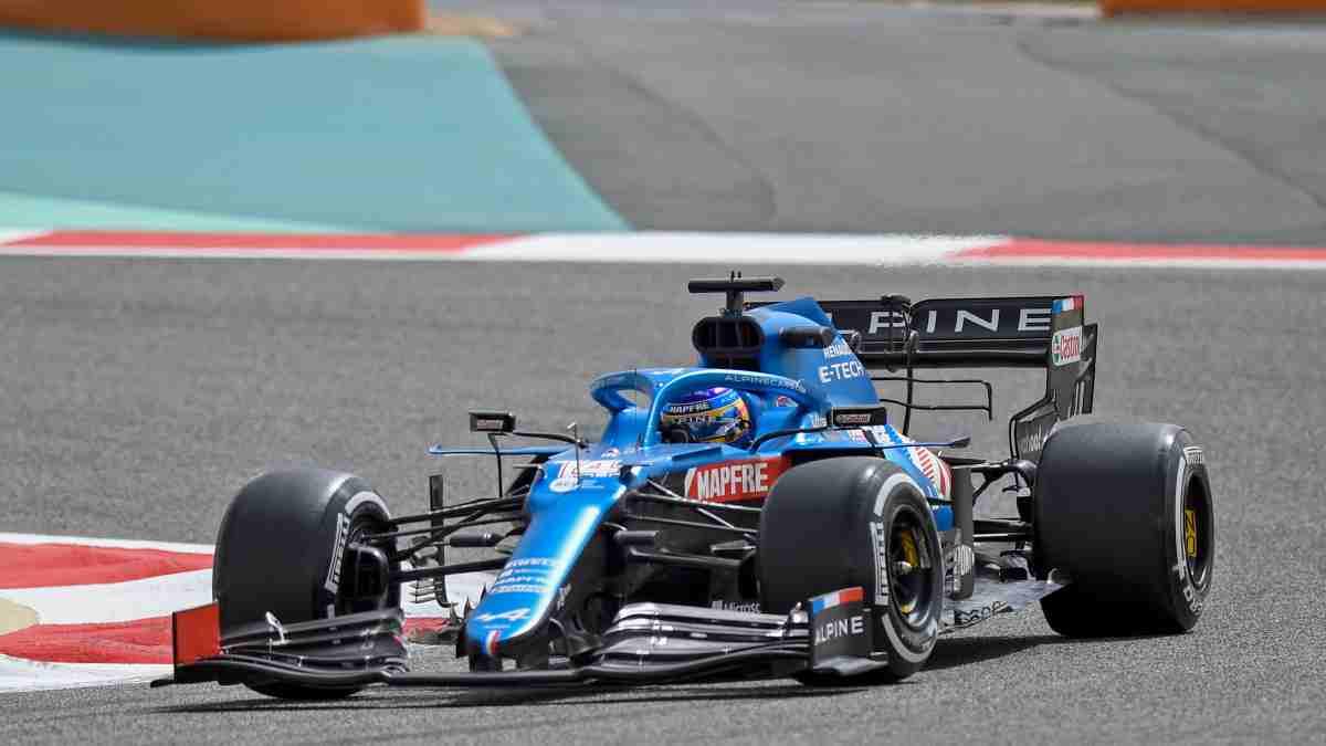 Fernando Alonso con Alpine en la pretemporada. (AFP)