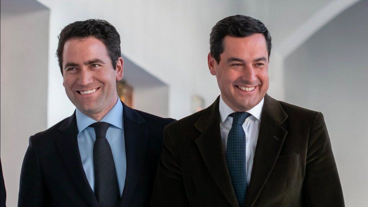 El secretario general del PP, García Egea (i), y el presidente del PP-A, Juanma Moreno.