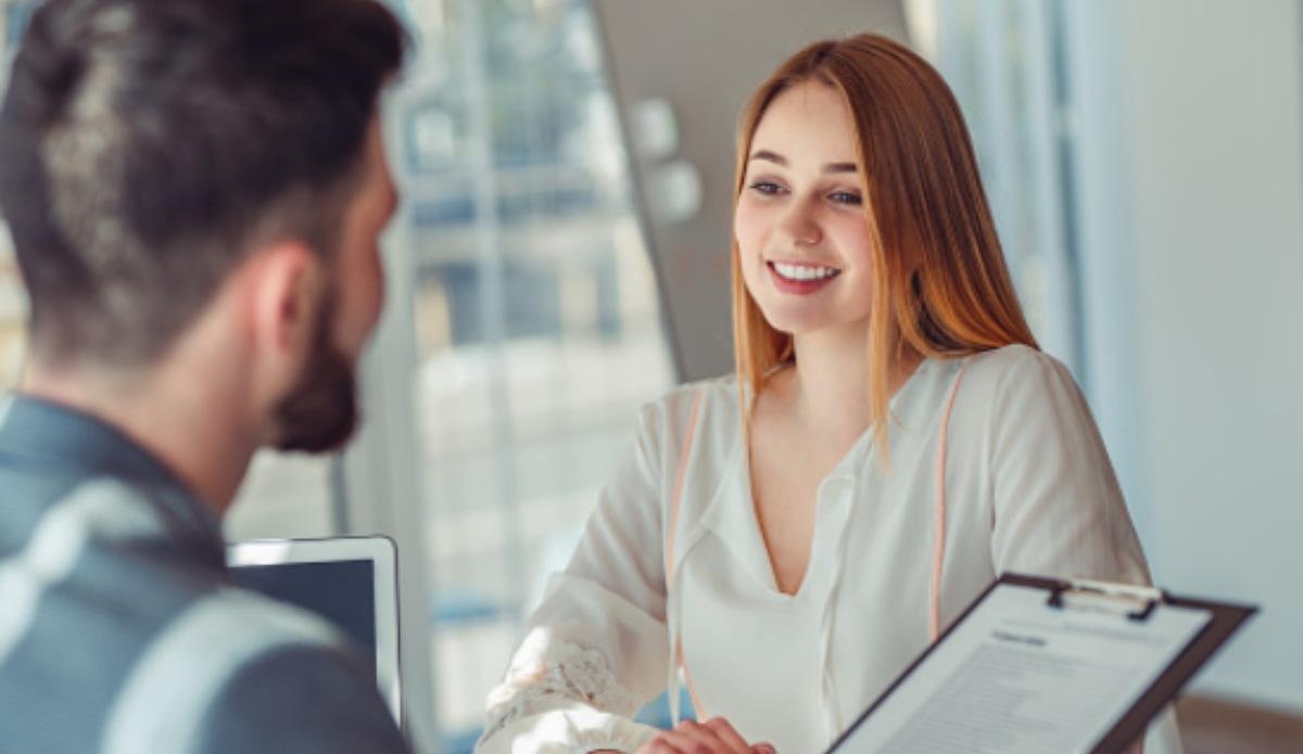 """La viral petición en una entrevista de trabajo: """"fecha, lugar de nacimiento y hora"""""""
