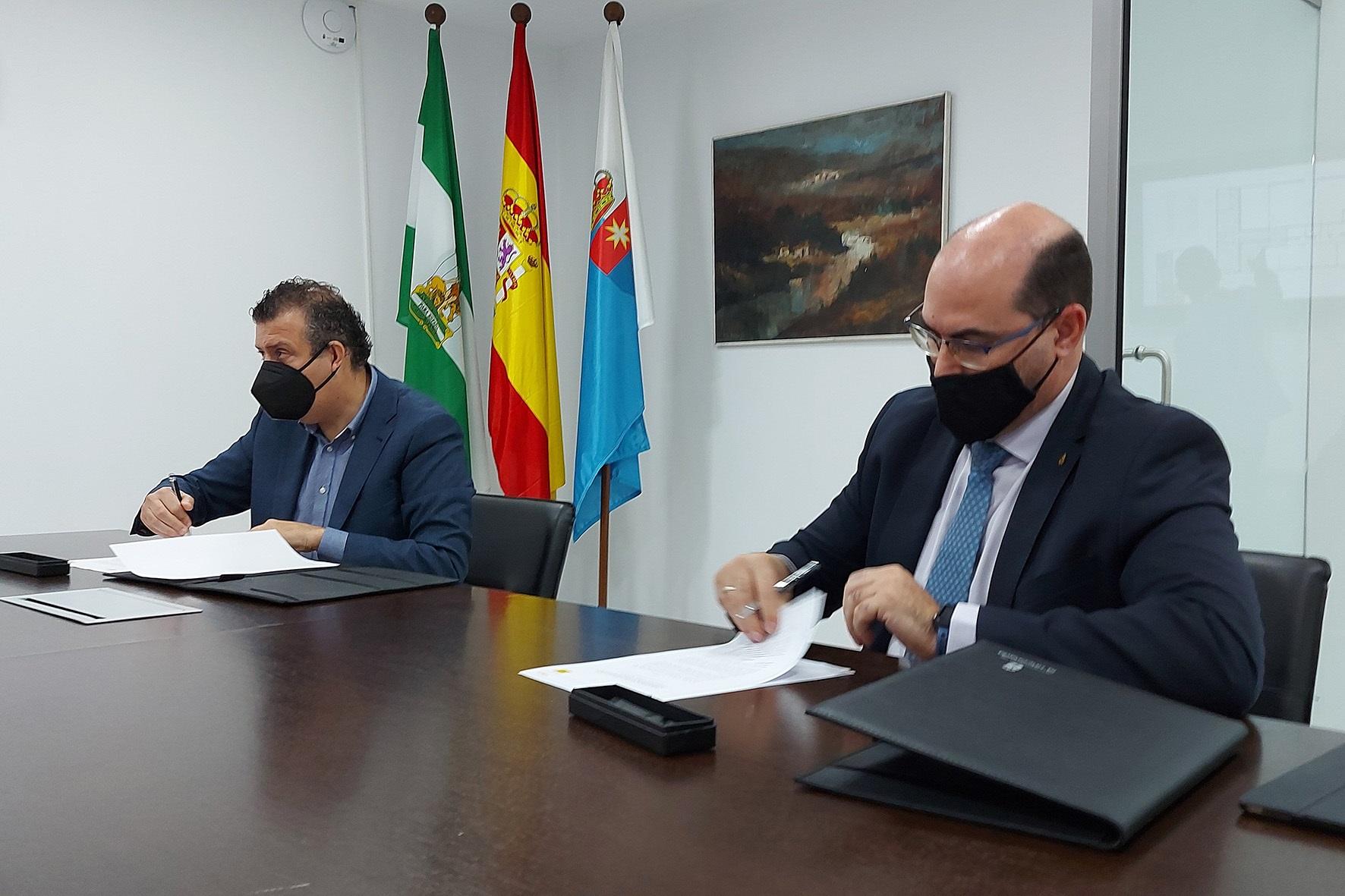 El alcalde de Tarazona, el socialista Javier Fernández de los Ríos, a la izquierda de la imagen.