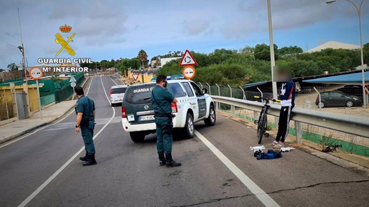 Detenidas 126 personas, 84 de ellas menores, en el primer año de cierre de la frontera entre Melilla y Marruecos.