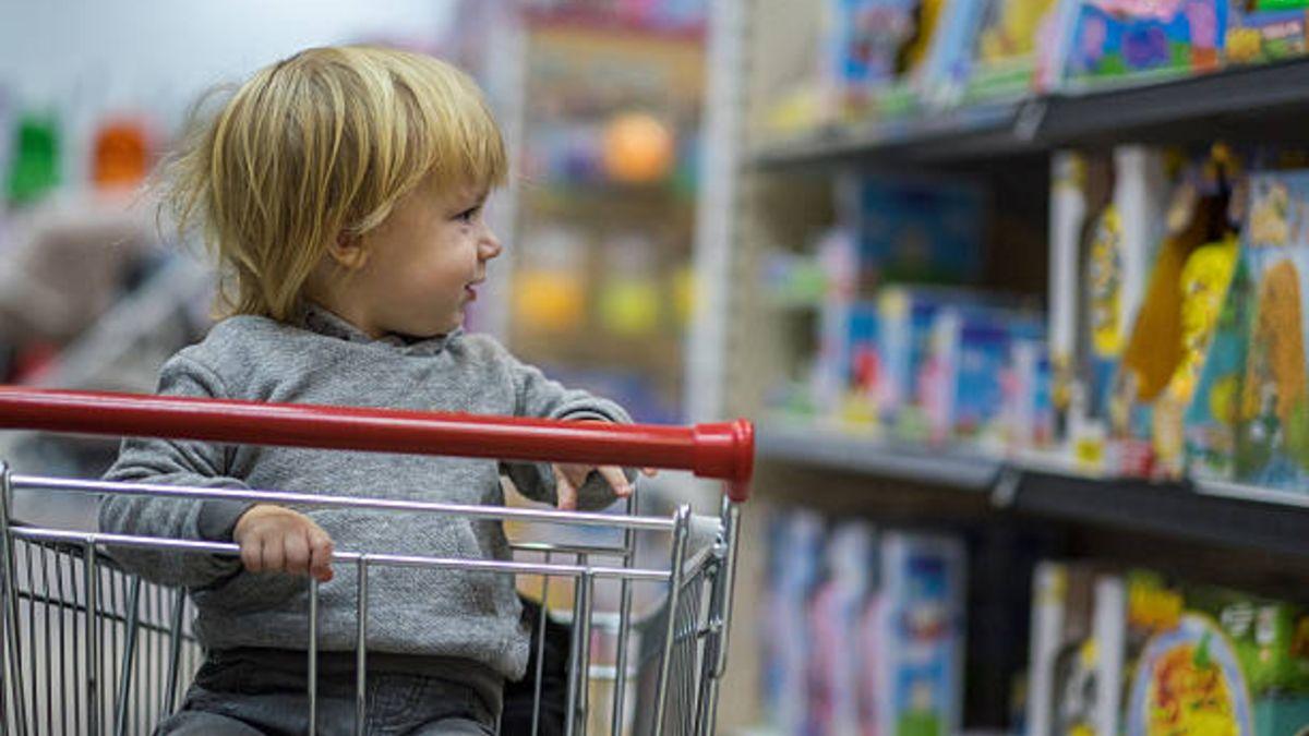 Cuidado con llevar a los niños en el carrito del supermercado