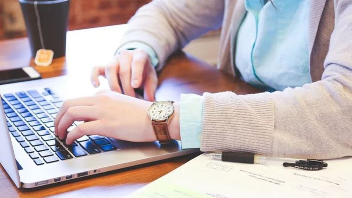 Un 48% de las personas que teletrabajan amplían su jornada laboral