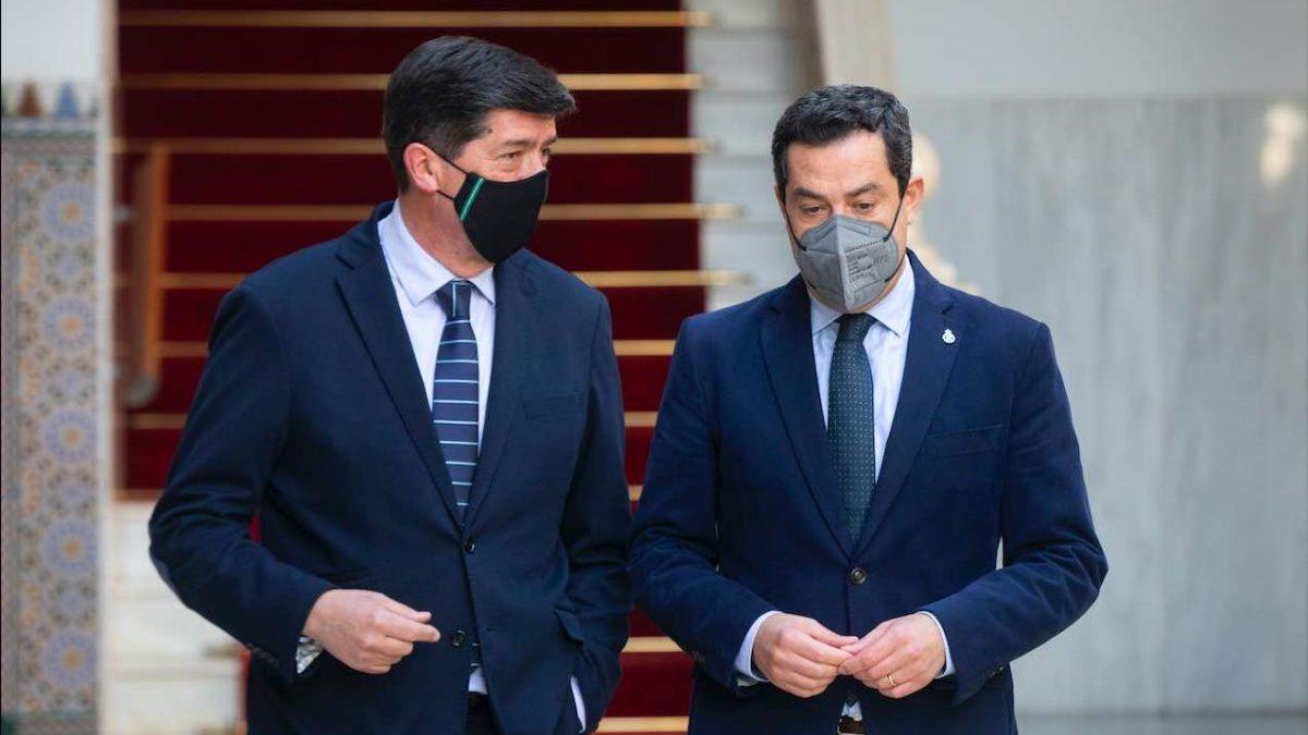 El presidente de la Junta de Andalucía, Juanma Moreno (d) y el vicepresidente de la Junta, Juan Marín.