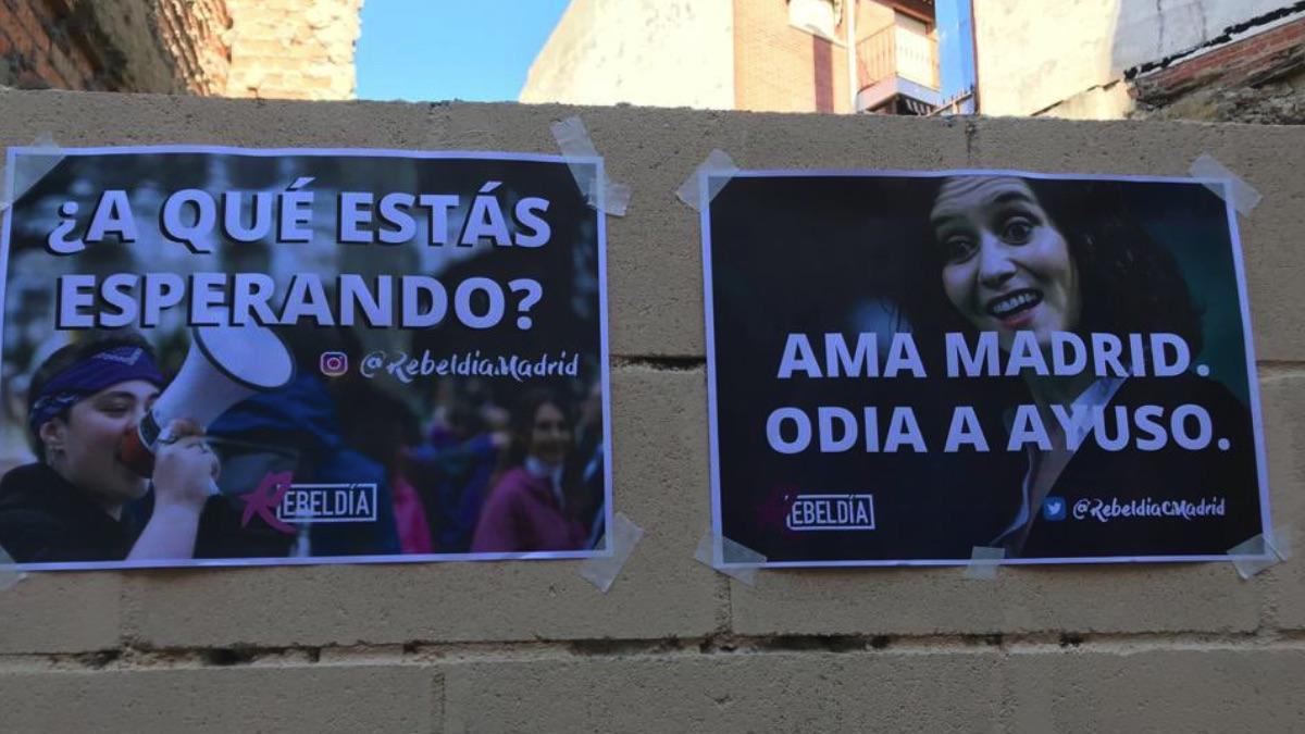 Carteles de las juventudes de Podemos contra Isabel Díaz Ayuso.
