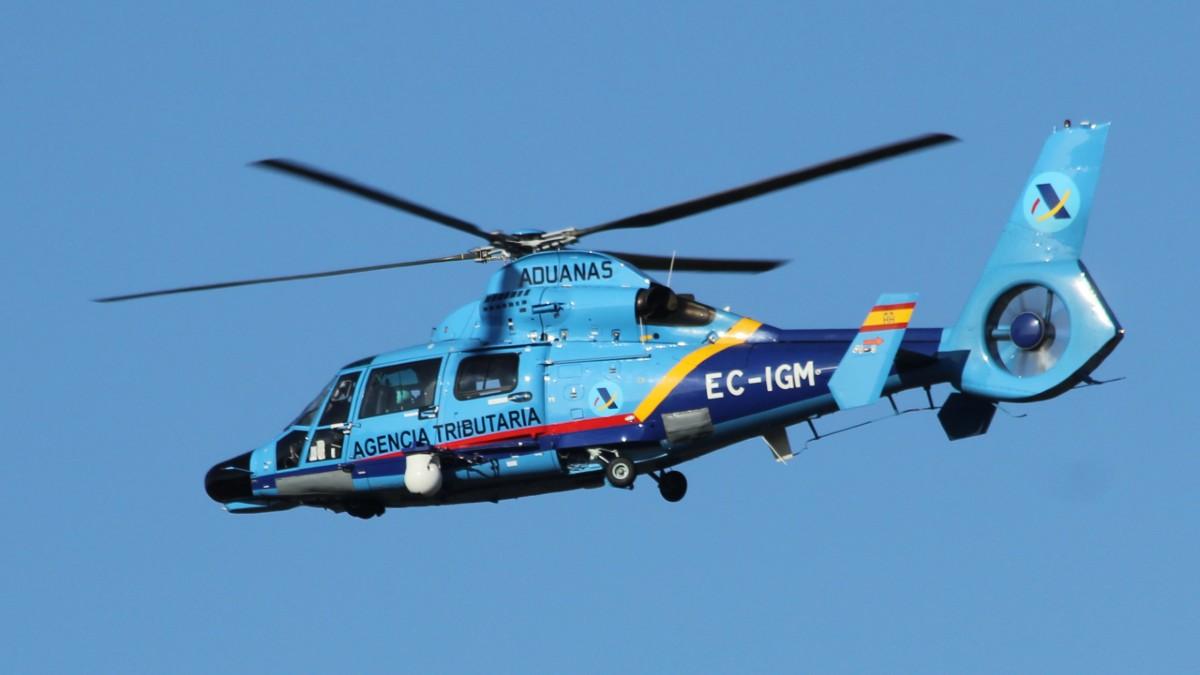 Uno de los helicópteros Eurocopter AS-365N Dauphin del servicio de Vigilancia Aduanera del Ministerio de Hacienda.