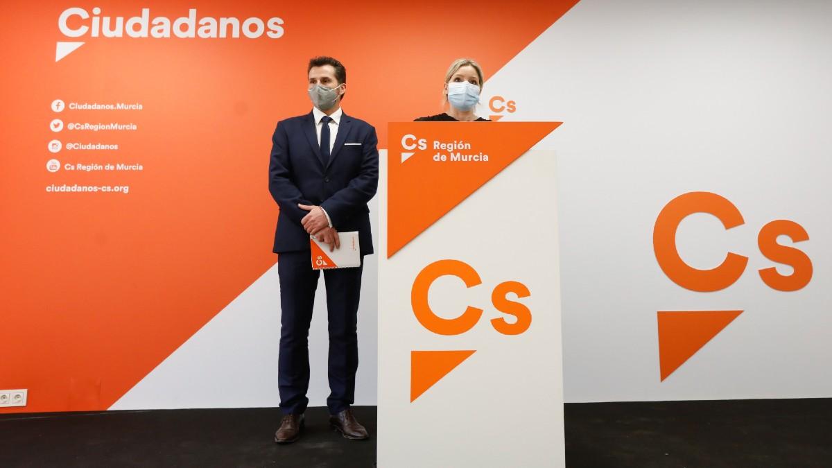 Mario Gómez y Ana Martínez Vidal en rueda de prensa. (Foto: EP)