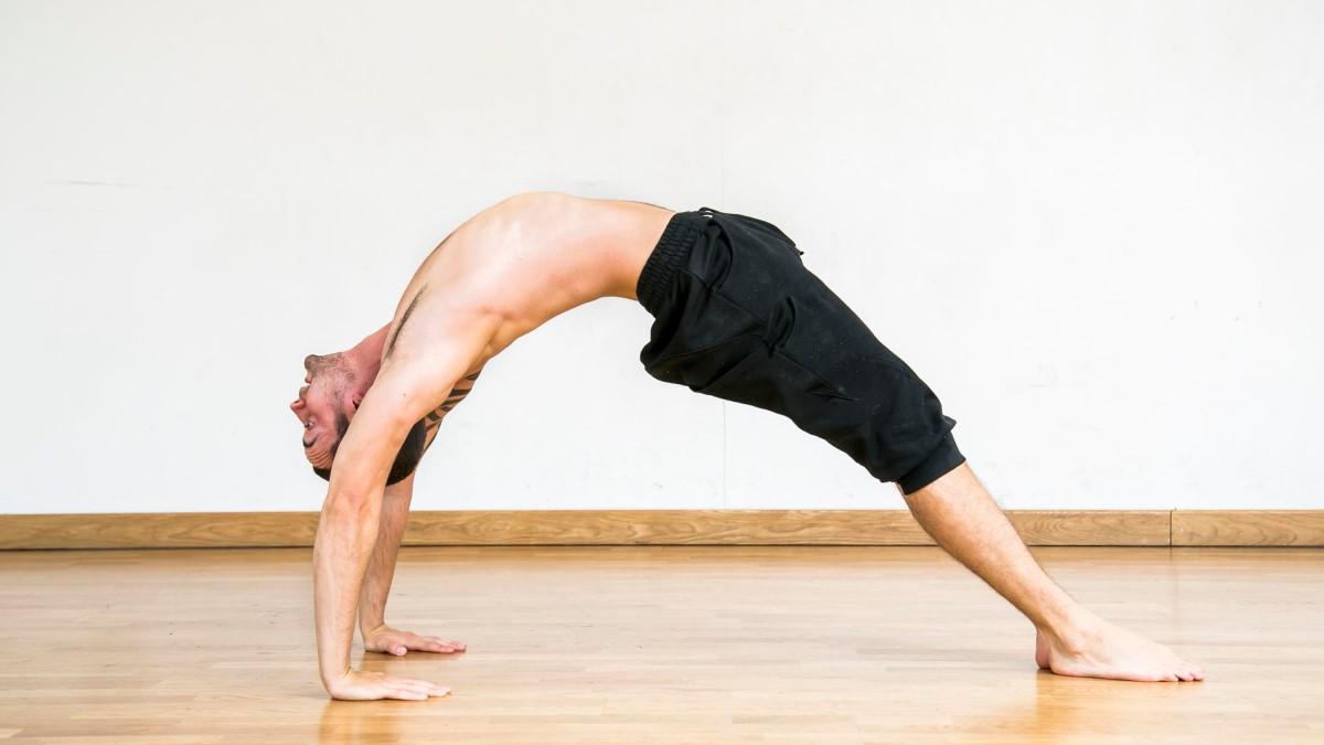 El pino puente es un ejercicio que requiere mucha flexibilidad