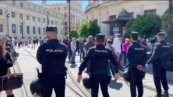 Vox se querella contra Sánchez y Marlaska por abuso y prevaricación tras censurar su acto en Sevilla