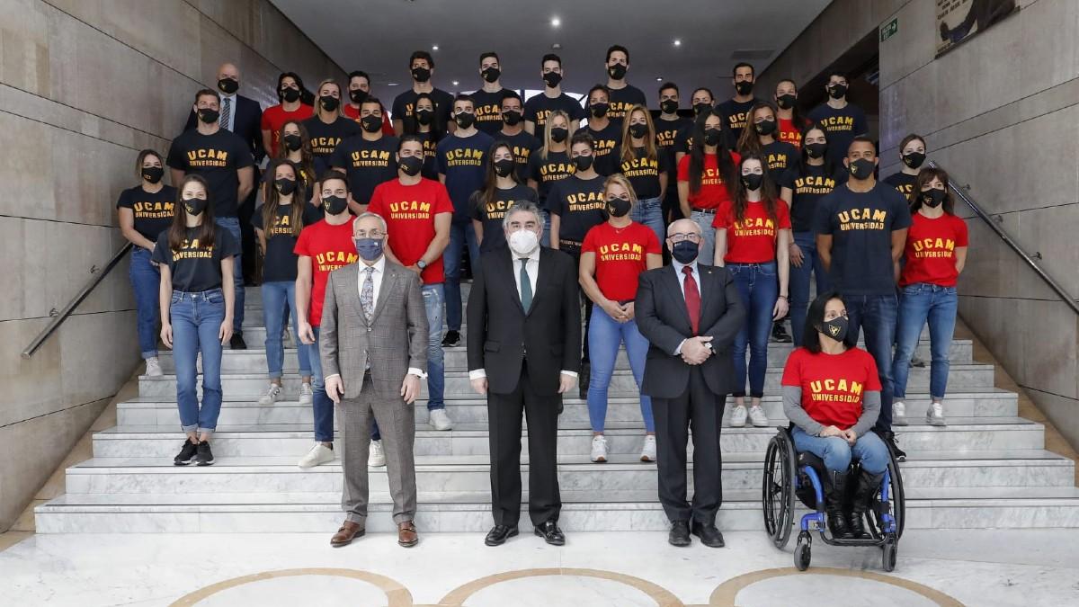 Los deportistas españoles en la sede del COE.