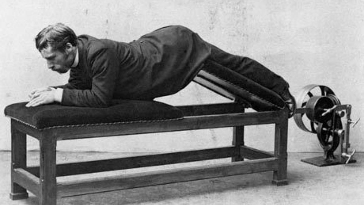El sueco Gustav Zander con una de sus máquinas de pilates