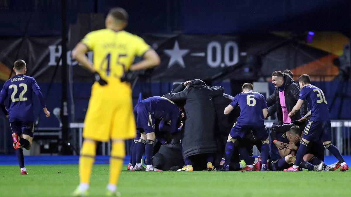 Los jugadores del Dinamo de Zagreb celebran el tercer gol de Orsic ante el Tottenham. (AFP)