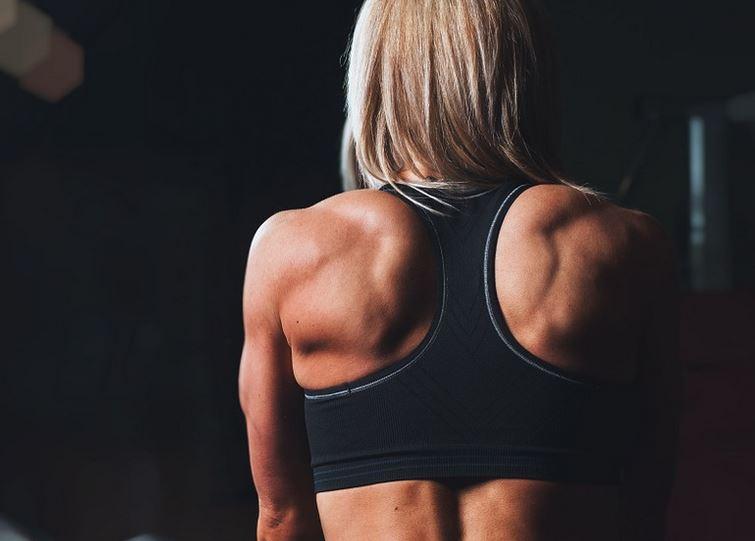 Fortalece tus hombros con estos ejercicios