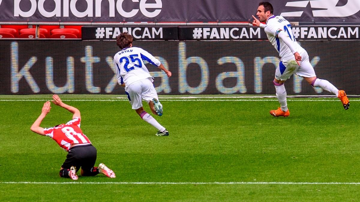 Los jugadores del Eibar celebran un gol. (EFE)