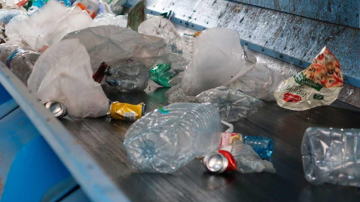 Plasticos desechables en una planta procesadora. Foto: EP
