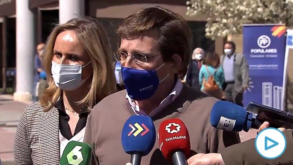 El alcalde de Madrid, José Luis Martínez-Almeida, en declaraciones a la prensa este domingo.
