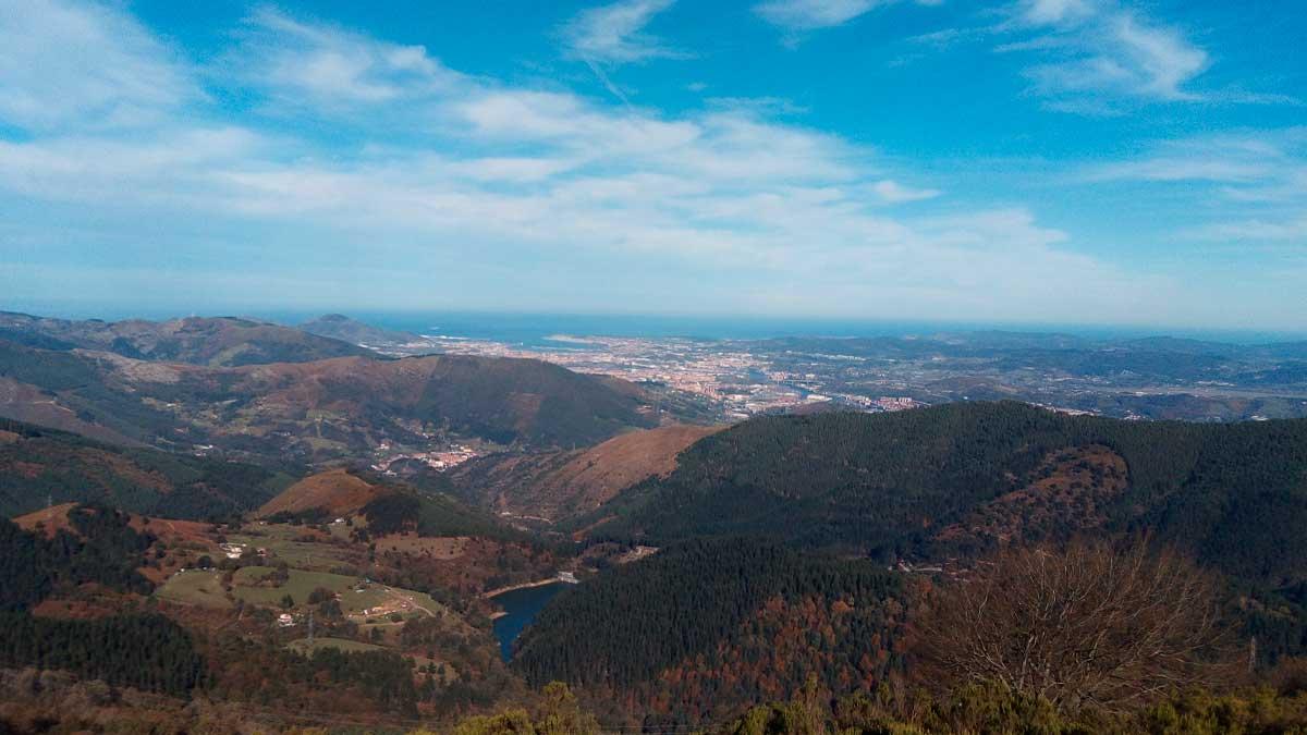 Jornada soleada y con cielos despejados en Vizcaya. foto: EP