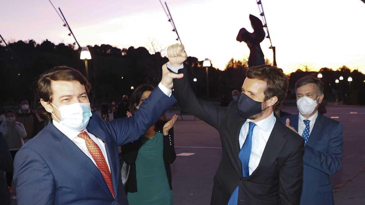 Alfonso Fernández Mañueco y Pablo Casado. Foto: Europa Press