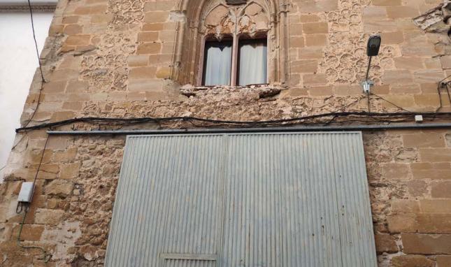 La fachada del convento con la puerta de garaje. @HN