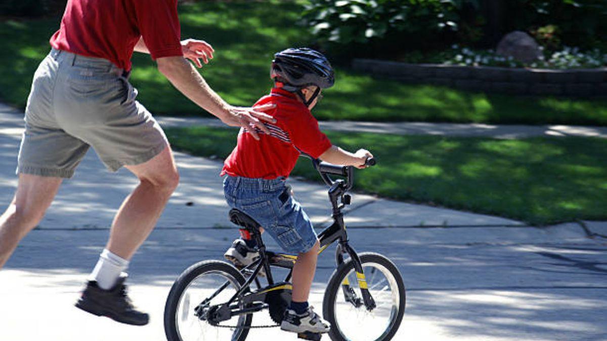 Pautas para que los niños aprendan a ir en bicicleta