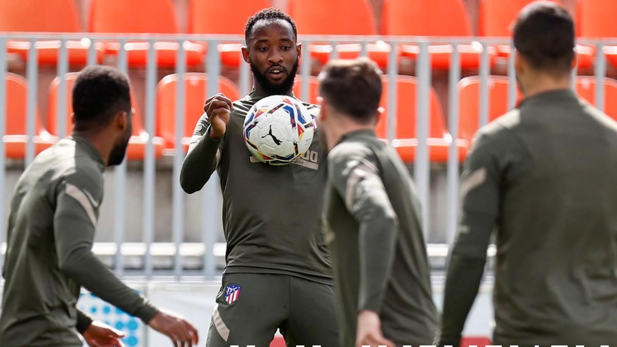 Moussa Dembélé durante un entrenamiento con el Atlético de Madrid. (atleticodemadrid.com)