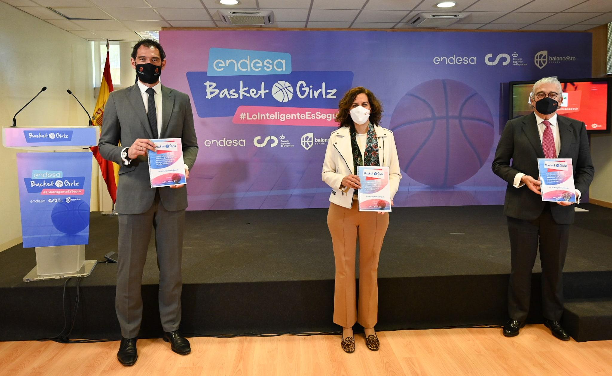 El presidente de la FEB, Jorge Garbajosa, la Presidenta del CSD, Irene Lozano, y el CEO de Endesa, José Bogas en la presentación de Basket Girlz. @Endesa