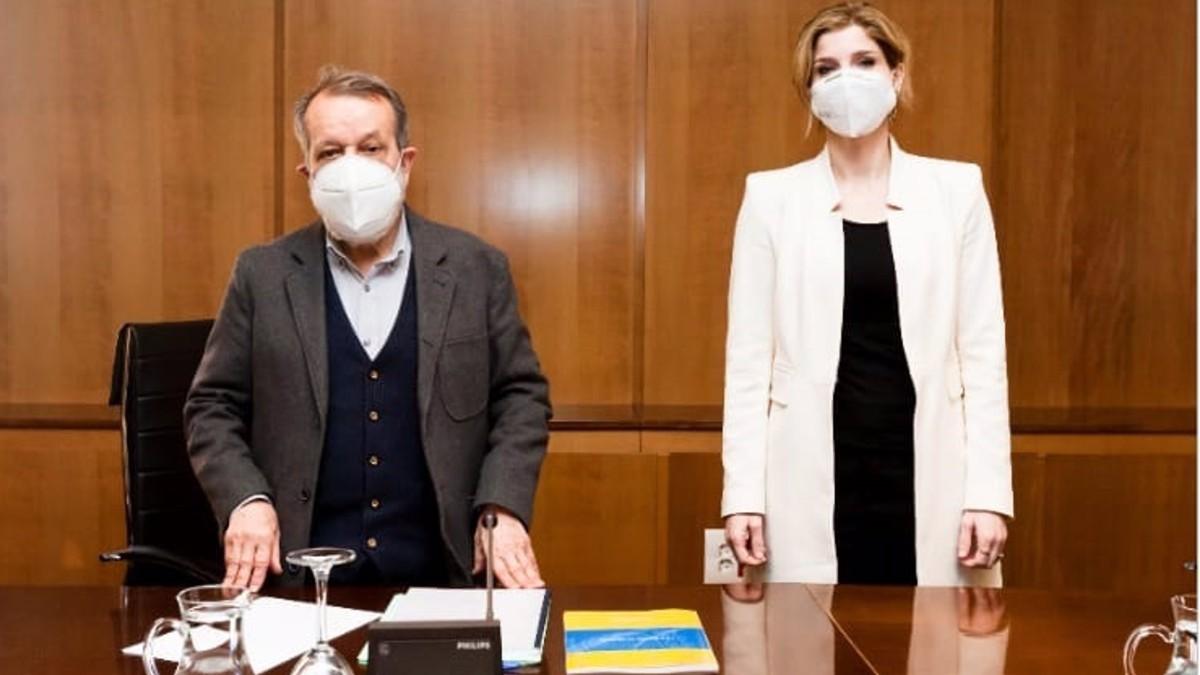 El Defensor del Pueblo, Francisco Fernández Marugán, y la secretaria de Estado de Migraciones, Hana Jalloul. (Foto Europa Press)