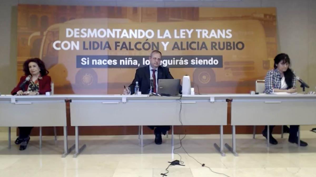 La presidenta del Partido Feminista, Lidia Falcón, y la diputada de Vox en la Asamblea de Madrid Alicia Rubio