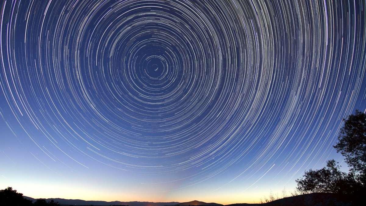 Teoría del Universo entero en rotación
