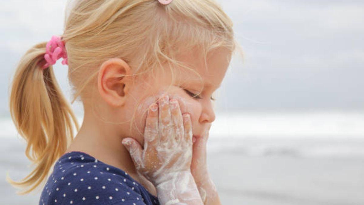 Cómo proteger la piel de los niños con el protector solar.