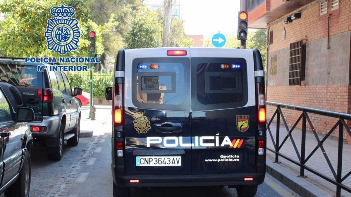 Furgón de la Policía Nacional.