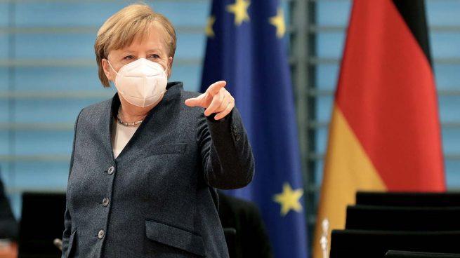 Merkel sale en defensa de mantener la protección de las patentes de la vacuna contra el Covid