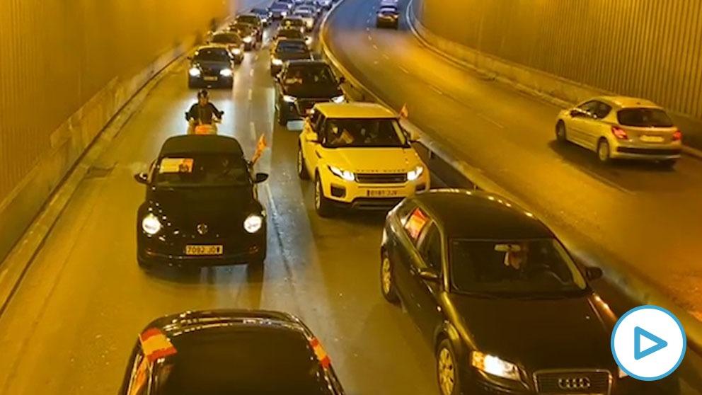 Caravana de coches en Murcia contra la moción de censura presentado por PSOE, Cs y Podemos contra el alcalde José Ballesta (PP).