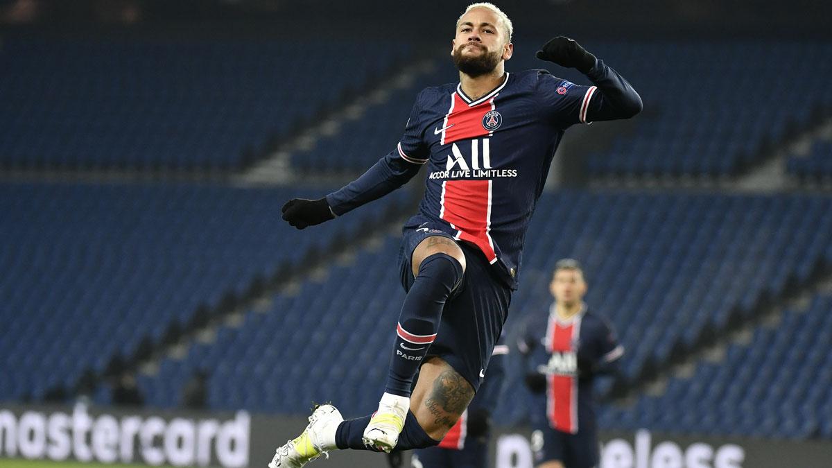 Neymar celebra uno de sus goles con el PSG (Getty)