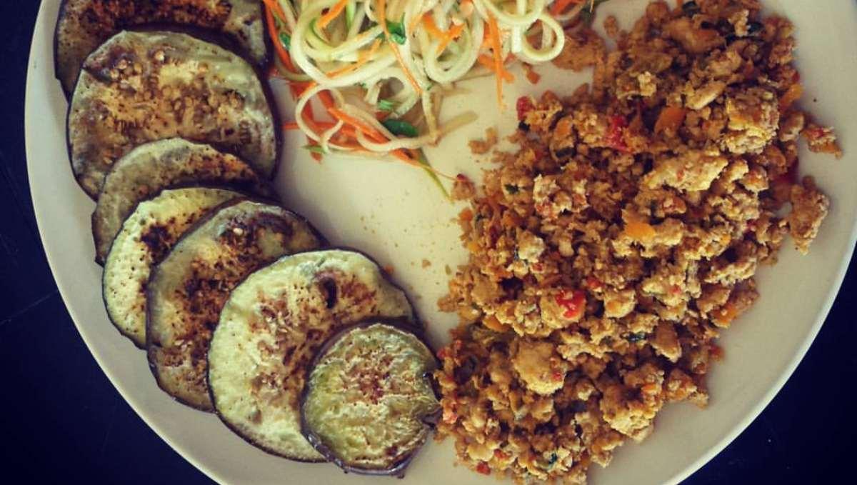 Picadillo de pollo cocinado, receta fácil y sorprendente en sabor