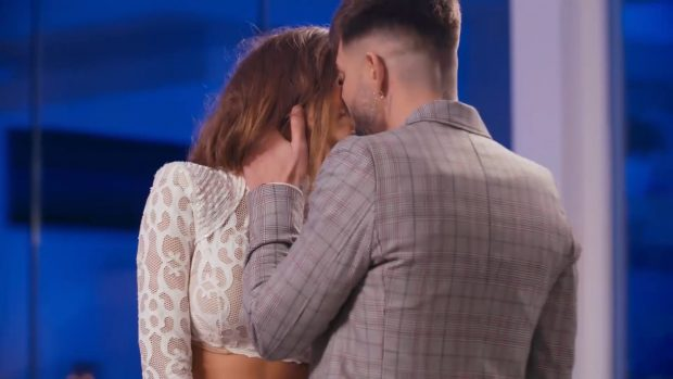 Marina e Isaac se besan en el reencuentro de 'La isla de las tentaciones'
