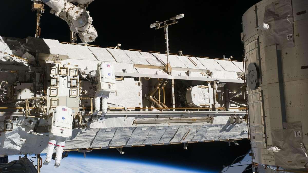 Descubren bacterias desconocidas en la Estación Espacial Internacional