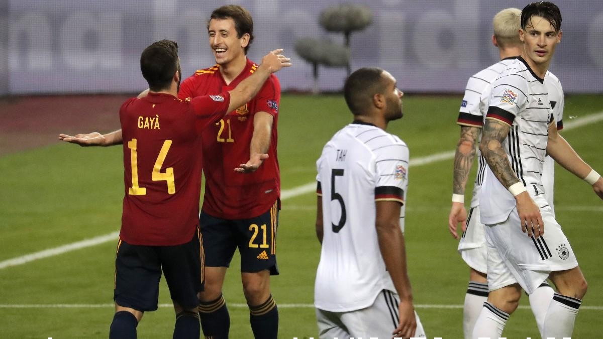 Oyarzabal y Gayá celebran un gol ante Alemania. (Getty)