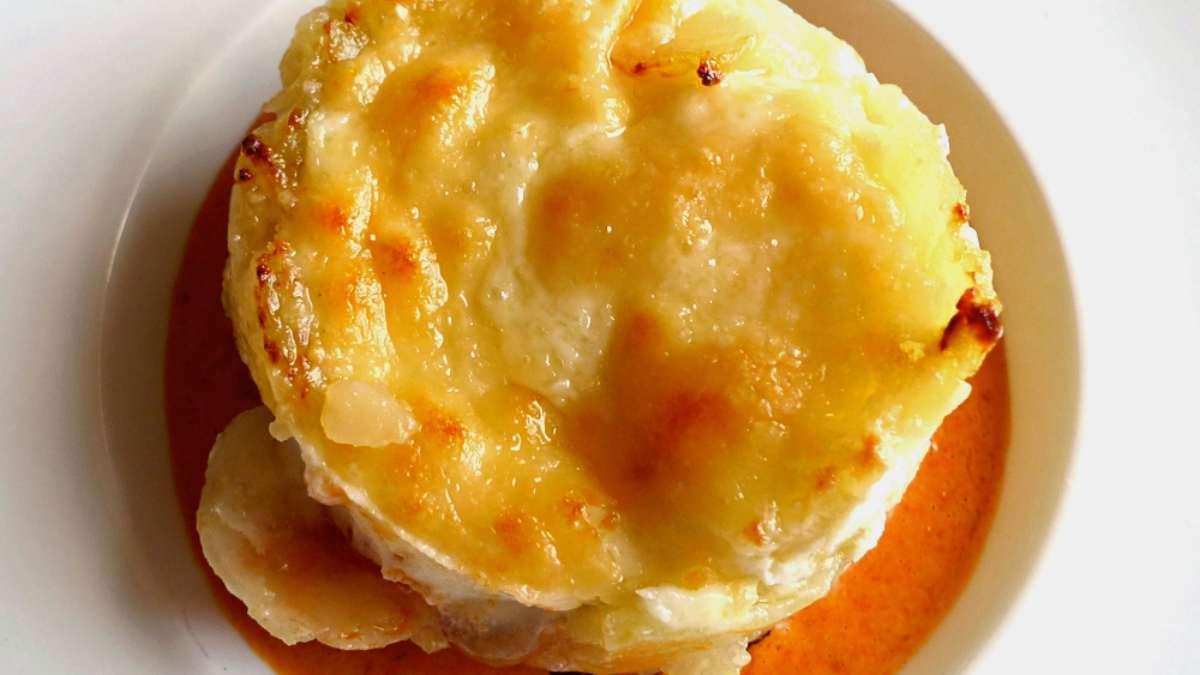 Timbal de patatas revolconas, receta tradicional