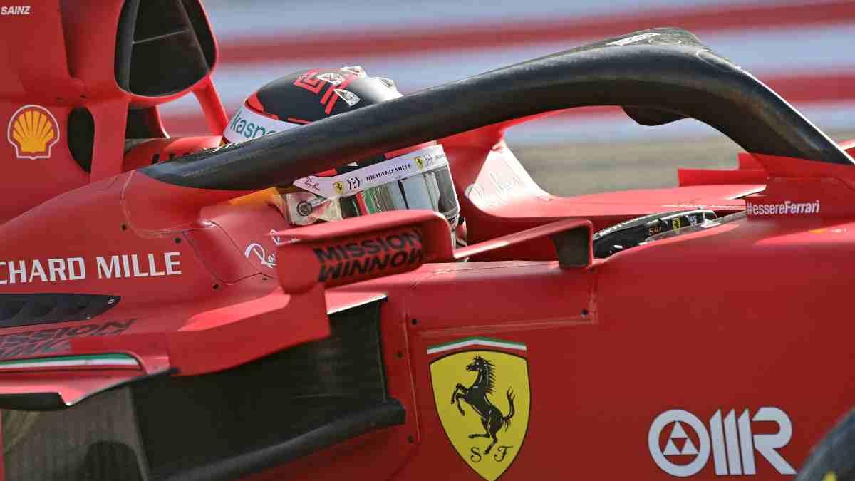 Carlos Sainz durante la sesión de clasificación del Gran Premio de Baréin de Fórmula 1. (AFP)