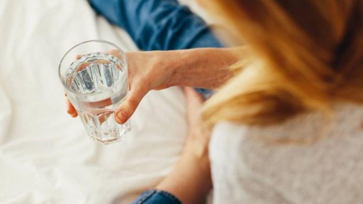 ¿Puedo beber agua cuando debo hacerme un análisis de sangre?