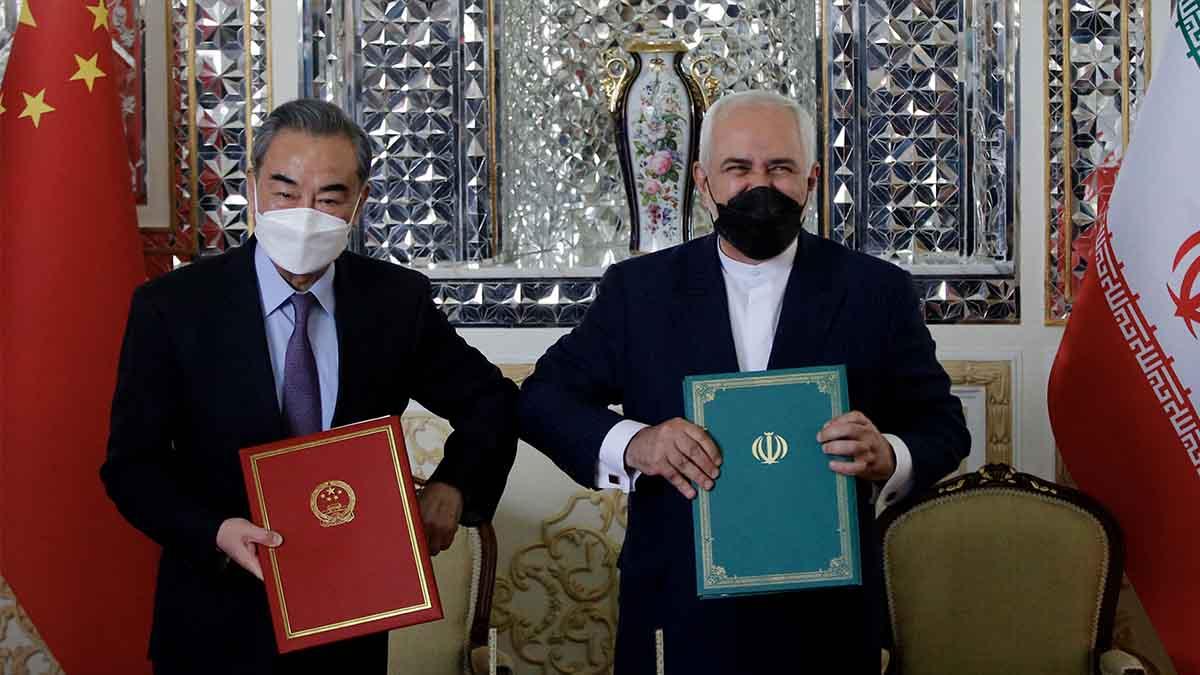 El ministro iraní de Exteriores Javad Zarif y su homólogo chino Wang Yi. Foto: EP