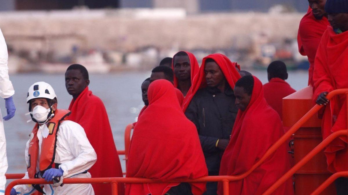 Personas rescatadas por Salvamento Marítimo en una imagen de archivo (Foto: Alex Zea / Europa Press).